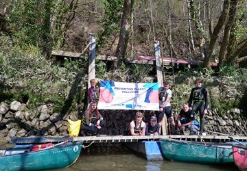 Canoe clean-up helps to prevent plastic pollution in the River Tamar